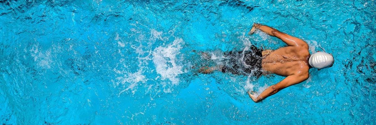 плавание в собственном бассейне